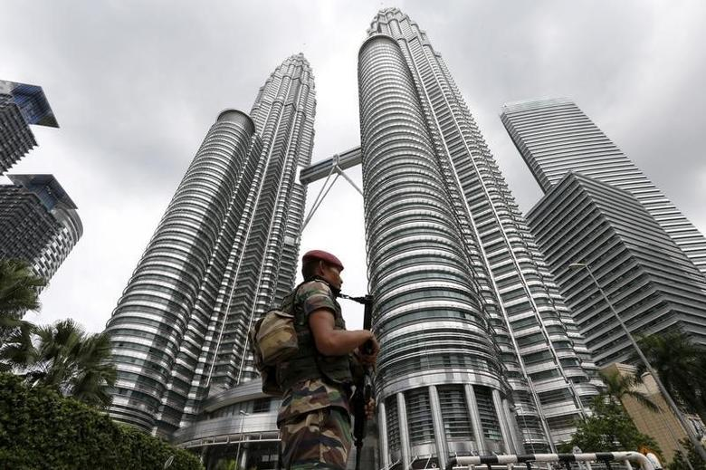 A Malaysian soldier patrols in front of the Petronas towers at the venue of the 27th ASEAN summit in Kuala Lumpur, Malaysia, November 21, 2015. REUTERS/Jorge Silva