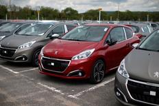 Usine PSA de Poissy. PSA Peugeot Citroën a annoncé lundi avoir produit plus de 995.000 véhicules en France en 2015, soit une hausse de 2,5% par rapport à 2014. Le groupe reste ainsi le premier constructeur automobile en France.  /Photo d'archives/REUTERS/Benoît Tessier