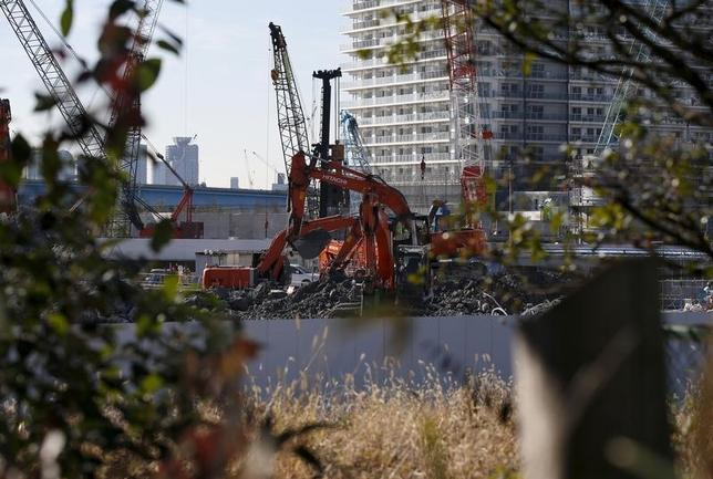 2月23日、不動産株が軟調だ。写真は都内の建設現場、1月撮影(2016年 ロイター/Toru Hanai)
