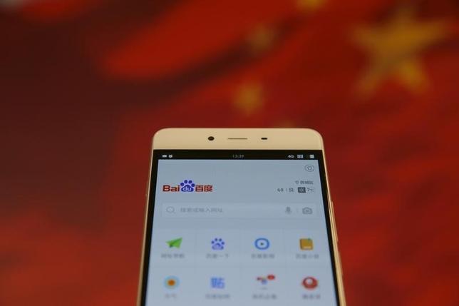 2月24日、中国ネット検索大手の百度(バイドゥ)が、セキュリティーに不備のあるアプリを介して利用者の個人情報を収集しており、そうした情報の多くが漏えいリスクにさらされていることが同日公表された調査結果で判明した。こうした問題アプリは1億回以上ダウンロードされていたという。北京で22日撮影(2016年 ロイター/Damir Sagolj)