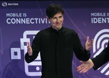 Основатель и глава Telegram Павел Дуров выступает на Mobile World Congress в Барселоне 23 февраля 2016 года. Основатель мессенджера Telegram и соцсети Вконтакте Павел Дуров давно обитает в водовороте, лишь недавно столкнувшем технологического гиганта Apple и ФБР. REUTERS/Albert Gea