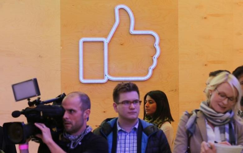 Journalists walk inside the new Facebook Innovation Hub during a media tour in Berlin, Germany, February 24, 2016.      REUTERS/Fabrizio Bensch