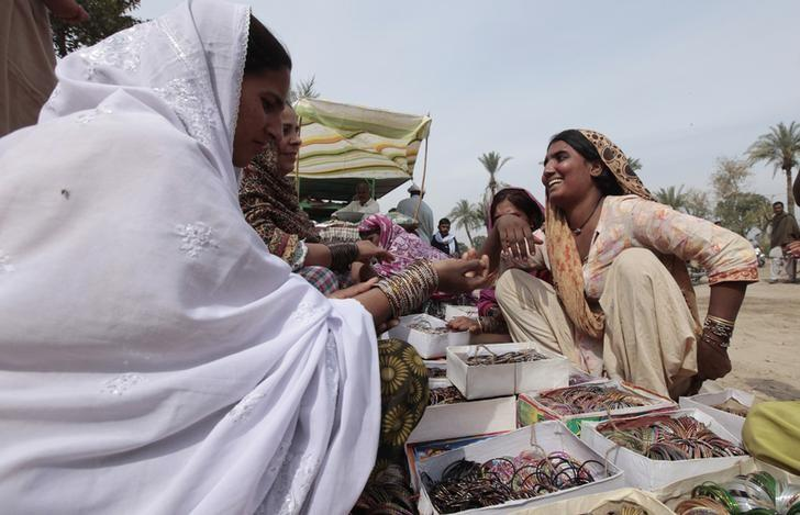 Women sell bangles at a stall outside the Sufi shrine of Baba Gharib Shah, in Rahim Yar Khan in the southern Punjab province March 1, 2013. REUTERS/Faisal Mahmood