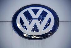 Volkswagen's logo is seen at its dealer shop in Beijing, China, October 1, 2015.  REUTERS/Kim Kyung-Hoon