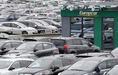 Europcar, qui a confirmé ses objectifs 2016 de croissance organique du chiffre d'affaires total entre 3 à 5%, à suivre vendredi à la Bourse de Paris. /Photo prise le 4 février 2016/REUTERS/Régis Duvignau
