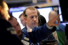 La Bourse de New York a fini en ordre dispersé vendredi. Le Dow Jones a perdu 0,35% et le S&P-500 0,19%. Le Nasdaq a gagné 0,18%. /Photo prise le 26 février 2016/REUTERS/Brendan McDermid
