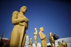 Oscar statues are painted outside the entrance to the Dolby Theatre as preparations continue for the 88th Academy Awards in Hollywood, Los Angeles, California in this February 25, 2016 file photo. Mass media giant 21st Century Fox could be uniquely positioned for a rare stocks boost by taking home gold at this Sunday's Academy Awards ceremony.  REUTERS/Lucy Nicholson
