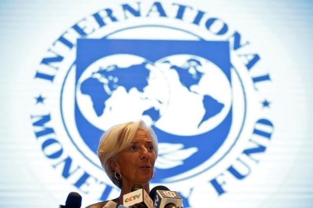 2月27日、国際通貨基金(IMF)のラガルド専務理事は、各国の政策当局者が協調行動を取らなければ世界経済が失速する恐れがあると警告した。写真は上海で開かれた20カ国・地域(G20)財務相・中央銀行総裁会議でのセッションで発言するラガルドIMF専務理事。同日撮影(2016年 ロイター/Aly Song)