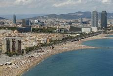 La socimi Merlin Properties obtuvo un EBITDA de 161 millones de euros en 2015 frente a un resultado operativo bruto de 38 millones de euros en el año anterior. Imagen de archivo con vista de la ciudad de Barcelona, el 16 de agosto de 2015. REUTERS/Albert Gea