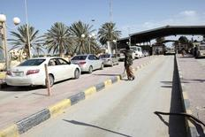 A security checkpoint is pictured at the Ras Jdir border, between Libya and Tunisia, 175 km west of Tripoli December 15, 2014. REUTERS/Ismail Zitouny