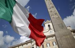 Le produit intérieur brut de l'Italie, troisième économie de la zone euro, a augmenté de 0,8% en 2015, après une contraction de 0,3% en 2014. Le gouvernement de Matteo Renzi prévoyait pour 2015 une croissance de 0,9%. /Photo d'archives/REUTERS/Tony Gentile