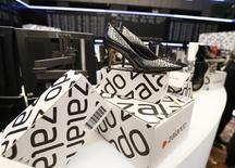 Zalando, le numéro un européen de la mode en ligne, prévoit une croissance du chiffre d'affaires vers le haut de son objectif de 20-25% en 2016 et une marge opérationnelle de l'ordre de 3,0% à 4,5%. /Photo d'archives/REUTERS/Ralph Orlowski