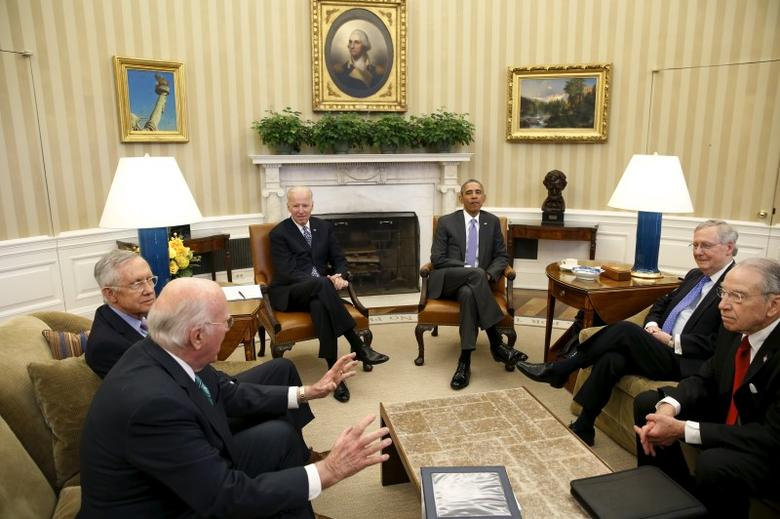 U.S. President Barack Obama (3rd R) meets with the bipartisan leaders of the Senate to discuss the Supreme Court vacancy left by the death of Justice Antonin Scalia, at the White House in Washington March 1, 2016. From L-R: Senator Patrick Leahy (D-VT), Senate Democratic Leader Harry Reid (D-NV), Vice President Joe Biden, Obama, Senate Majority Leader Mitch McConnell (R-KY), and Senator Chuck Grassley (R-IA). REUTERS/Yuri Gripas