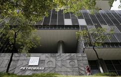 The Brazil's state-run Petrobras oil company headquarters is pictured in Rio de Janeiro, Brazil, January 28, 2016. REUTERS/Sergio Moraes/Files