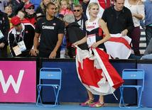 Brianne Theisen-Eaton of Canada celebrates her first place finish with her husband, Decathlon athlete Ashton Eaton (L) of the US, after the Women's Heptathlon at the 2014 Commonwealth Games in Glasgow, Scotland, July 30, 2014     REUTERS/Suzanne Plunkett