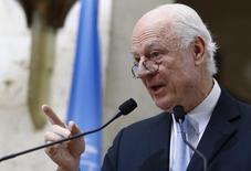 Спецпосланник ООН по Сирии Стаффан де Мистура на пресс-конференции в Женеве. 3 марта 2016 года. Режим прекращения боевых действий в Сирии, вступивший в силу в субботу, пока сохраняется, но остается хрупким на фоне инцидентов в провинциях Хомс, Хама, Латакия и Дамаск, сказал в четверг спецпосланник ООН Стаффан де Мистура. REUTERS/Denis Balibouse
