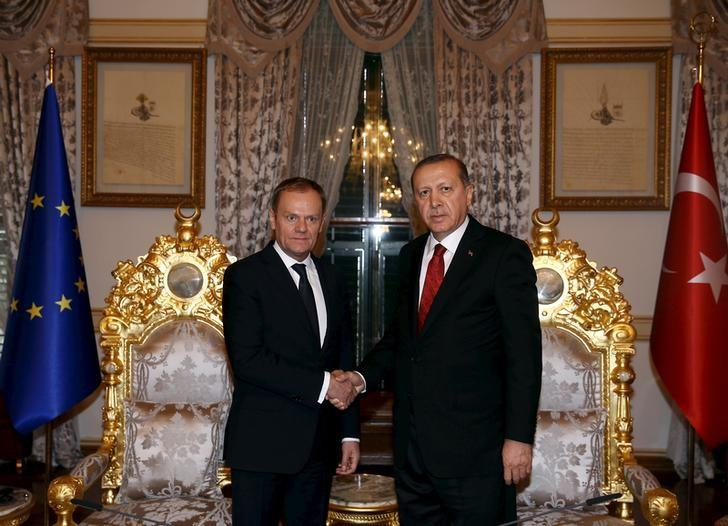 Turkish President Tayyip Erdogan (R) meets with European Council President Donald Tusk in Istanbul, Turkey March 4, 2016, in this handout photo provided by the Presidential Palace. REUTERS/Yasin Bulbul/Presidential Palace/Handout via Reuters