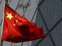 L'économie chinoise n'est pas menacée d'un atterrissage brutal et ne plombe pas l'économie mondiale, déclare dimanche le président de la Commission nationale du développement et de la réforme (CNDR), le principal organe de planification du pays, en expliquant que l'instabilité de l'économie mondiale constitue un risque pour la croissance de la République populaire.  /Photo d'archives/REUTERS/Kim Kyung-Hoon