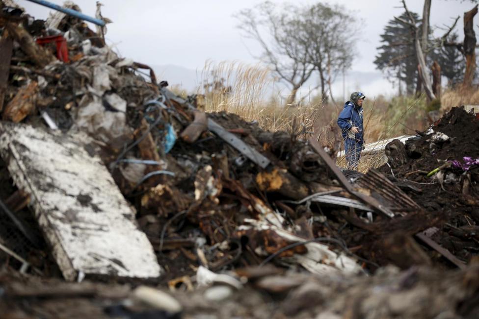 アングル:震災から5年、失われた子どもを探し求めて   ロイター