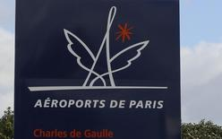 Le gouvernement vietnamien a autorisé Aéroports de Paris (ADP) à entrer dans le capital d'Airports Corporation of Vietnam (ACV) et à en devenir l'unique partenaire stratégique, rapporte lundi le Vietnam Economic Times, citant une directive du ministère des Transports. /Photo prise le 15 février 2016/REUTERS/Jacky Naegelen