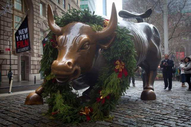 The Wall Street bull statue is pictured in the Manhattan Borough of New York, December 23, 2014.  REUTERS/Carlo Allegri