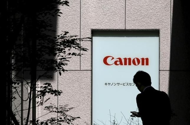 A man walks past a Canon logo in Tokyo, Japan, October 27, 2015.  REUTERS/Toru Hanai