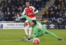 Walcott marca gol pelo Arsenal contra o Hull City.  8/3/16.  Reuters/Carl Recine