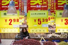 Les prix à la consommation en Chine ont augmenté de 2,3% en février en rythme annuel, un chiffre légèrement supérieur aux attentes. Les économistes s'attendaient à une hausse de 1,9%. /Photo prise le 19 janvier 2016/REUTERS/China Daily