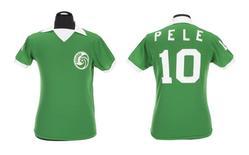 Camisa que Pelé usou durante a temporada que defendeu o New York Cosmos.   08/03/2016    REUTERS/Julien's Auctions/Handout via Reuters