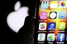 Apple a envoyé jeudi à la presse une invitation pour une présentation le 21 mars à son siège social de Cupertino, en Californie, au cours de laquelle la firme à la pomme pourrait peut-être dévoiler un nouvel iPhone, plus petit. /Photo  prise le 28 février 2016/REUTERS/Régis Duvignau