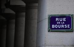 Les principales Bourses européennes se ressaisissent vendredi à l'ouverture et effacent totalement leurs pertes de la séance de la veille, agitée par d'amples retournements de tendances liés aux effets contradictoires des mesures et des déclarations de la Banque centrale européenne (BCE). À Paris, l'indice CAC 40 bondit de 2,47% vers 09h15.  /Photo prise le 2 mars 2016/REUTERS/Christian Hartmann