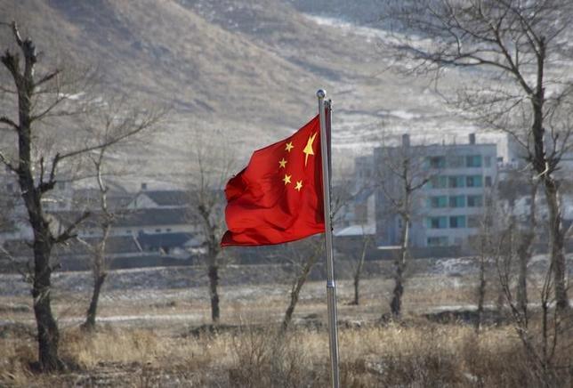 3月14日、中国政府は、5カ年計画(2016─20年)の一環として、ウランの戦略備蓄を拡大する方針。原子力発電の拡大に対応することが狙い。写真は図們市にて1月撮影(2016年 ロイター/ Kim Kyung Hoon)