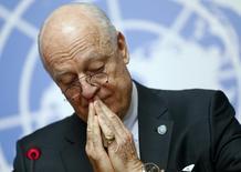Посредник ООН на межсирийских переговорах в Женеве Стаффан де Мистура на пресс-конференции в Женеве 14 марта 2016 года. Переговоры между представителями президента Башара Асада и его противниками о восстановлении мира в разрушенной гражданской войной в Сирии должны возобновиться в понедельник, хотя стороны не выказывают признаков договориться о главном: будущем Асада. REUTERS/Ruben Sprich