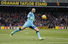 Goleiro Gomes, do Watford, durante partida pela Liga Inglesa.    27/02/2016 Reuters / Russell Cheyne Livepic