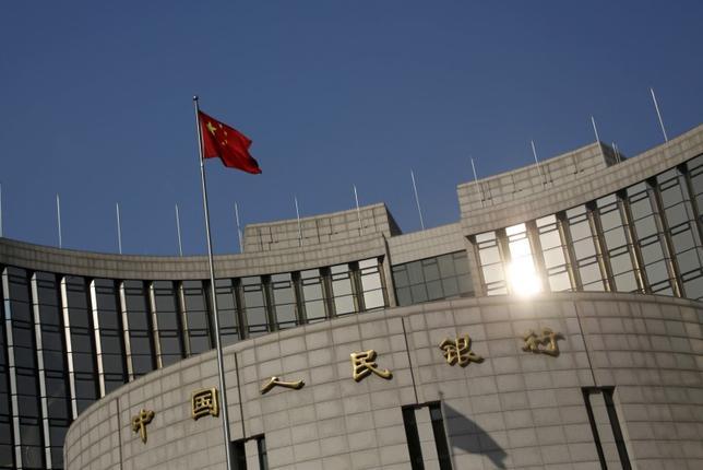 3月14日、中国人民銀行(中央銀行)は2月に2279億元(351億ドル)相当の外貨売り越しとなった。写真は1月撮影(2016年 ロイター/Kim Kyung Hoon)