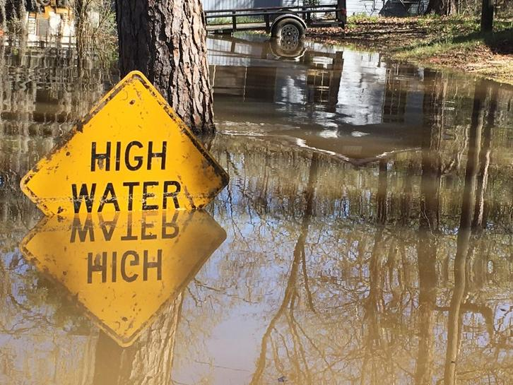 Five dead in storms in U S  Southern states as flooding