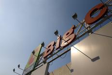 Casino a reçu à ce jour plus d'une dizaine d'offres de reprise de sa filiale Big C Vietnam, dont certaines dépassent le milliard d'euros, selon une source proche du dossier.  Les offres fermes sont attendues à la mi-avril. /Photo d'archives/REUTERS/Athit Perawongmetha