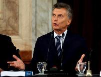 Le président argentin, Mauricio Macri, a obtenu mercredi le feu vert de la chambre basse du Congrès à l'accord de règlement conclu avec les créanciers obligataires du pays, et seul le vote du Sénat est désormais requis pour clore le bras de fer qui oppose depuis 14 ans le pays à ces créanciers. /Photo prise le 1er mars 2016/REUTERS/Marcos Brindicci