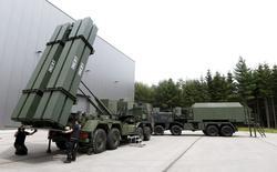 Véhicule lance-missiles de MBDA. Le constructeur européen de missiles MBDA compte dépasser le seuil des trois milliards d'euros de chiffre d'affaires en 2016, même si les prises de commandes devraient être en repli par rapport à l'année 2015, marquée par des contrats emblématiques à l'export. /Photo d'archives/REUTERS/Michaela Rehle