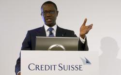 Le directeur général de Credit Suisse, Tidjane Thiam, a perçu 18,9 millions de francs suisses (17,3 millions d'euros) au titre de l'exercice 2015. /Photo prise le 4 février 2016/REUTERS/Arnd Wiegmann