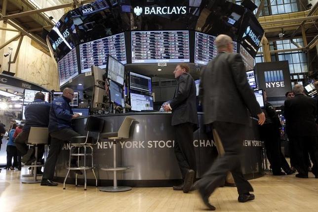 3月24日、米国株式市場は終盤にかけて切り返し、主要株価指数はほぼ横ばいで終了した。ニューヨーク証券取引所で2月撮影(2016年 ロイター/Brendan McDermid)