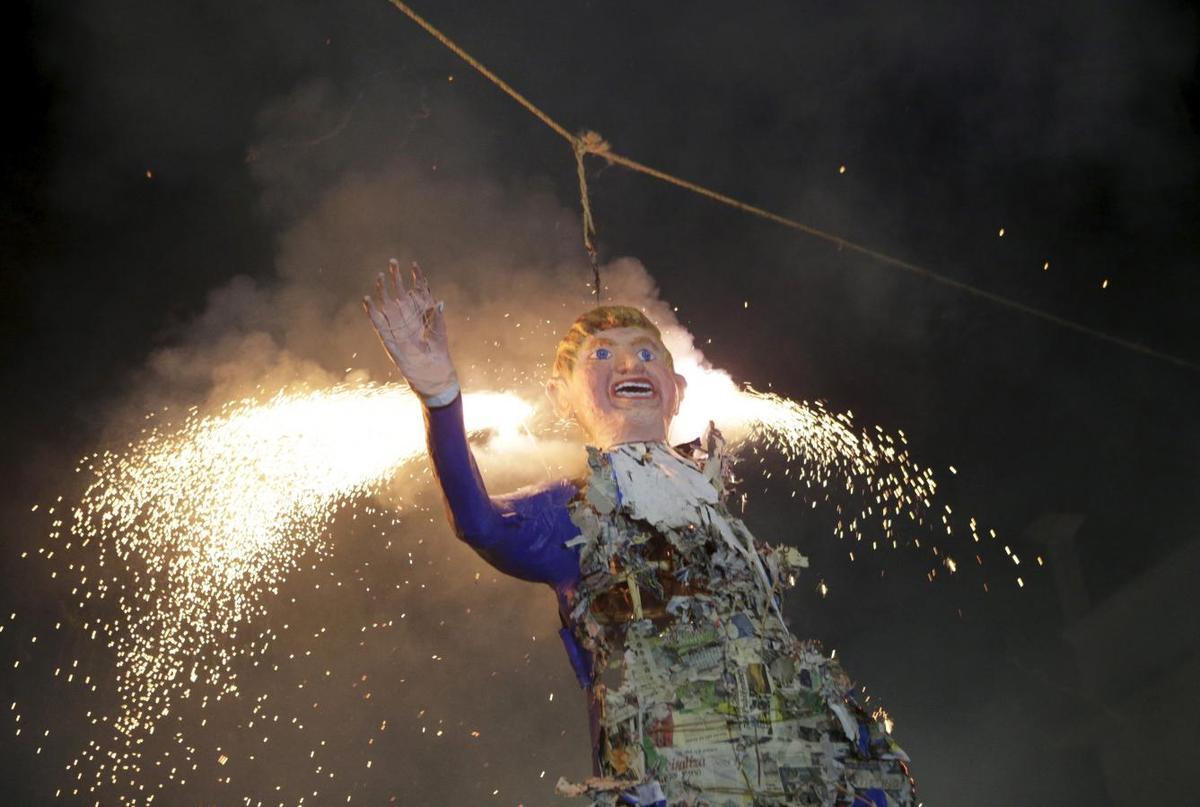 Mexicans Burn Donald Trump Effigies In Easter Ritual Reuters