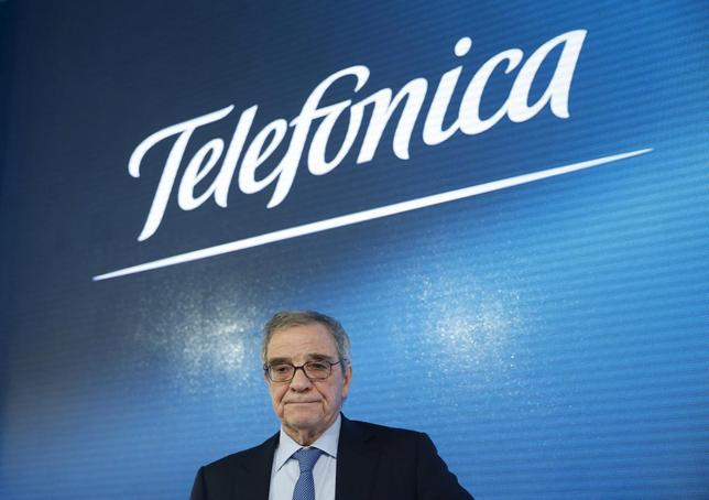 Cesar Alierta, chairman of Spain's telecom giant Telefonica, attends the company's 2015 annual results presentation at  the Telefonica headquarters in Madrid, Spain, in this February 26, 2016 file picture.  REUTERS/Juan Medina/Files