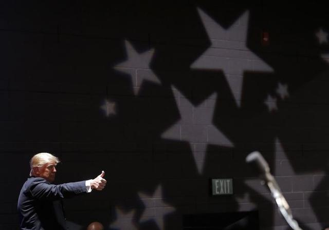 U.S. Republican presidential candidate Donald Trump gestures as he leaves a campaign rally in De Pere, Wisconsin, United States, March 30, 2016.  REUTERS/Jim Young