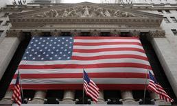 La Bourse de New York a ouvert jeudi sans grand changement pour l'ultime séance d'un trimestre tourmenté, marqué par un climat d'aversion au risque sur fond d'inquiétudes pour la croissance mondiale. L'indice Dow Jones gagne 0,04%, à 17.723,03 points. Le Standard & Poor's 500, plus large, cède 0,01% et le Nasdaq Composite recule de 0,02%. /Photo d'archives/REUTERS/Chip East