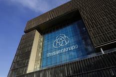 Le conseil de surveillance de ThyssenKrupp n'a pas encore évoqué la possibilité d'un rapprochement avec le sidérurgiste indien Tata Steel, selon une source proche du dossier. /Photo prise le 29 novembre 2015/REUTERS/Ina Fassbender