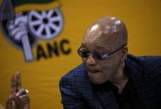 Президент ЮАР Джейкоб Зума на партийной конференции в Претории 18 марта 2016 года. Оппозиция в ЮАР в пятницу пообещала пойти на все для отстранения от власти президента Джейкоба Зумы, если этого не сделает парламент. Накануне Конституционный суд установил, что глава государства нарушил основной закон. REUTERS/Siphiwe Sibeko/Files