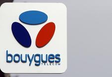 Orange et Bouygues ne sont pas parvenus à trouver un accord sur la vente de Bouygues Telecom à l'ancien monopole public, rapporte vendredi Le Figaro sur son site internet, une information confirmée à Reuters par une source proche du dossier.  /Photo prise le 31 mars 2016/REUTERS/Jean-Paul Pélissier