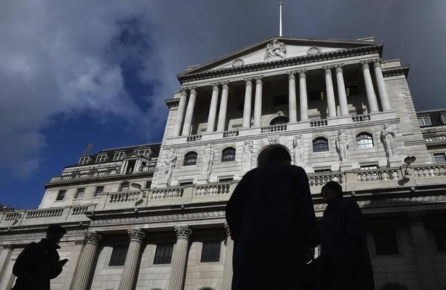 City workers walk past the Bank of England in the City of London, Britain, March 29, 2016. REUTERS/Toby Melville