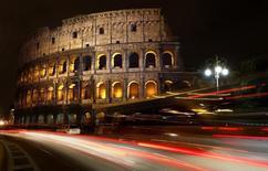 """Вид на римский Колизей. 5 августа 2010 года. Ультраджихадистская группировка """"Исламское государство"""" во вторник опубликовала видео, пригрозив новыми атаками в странах Запада и назвав среди возможных мишеней Лондон, Берлин и Рим. REUTERS/Tony Gentile"""